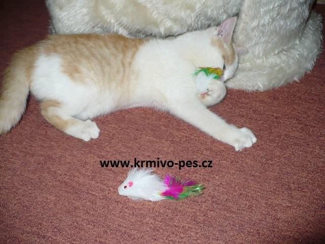 Hračka kočka Myš malá s peříčkem 5cm 1ks Tommi